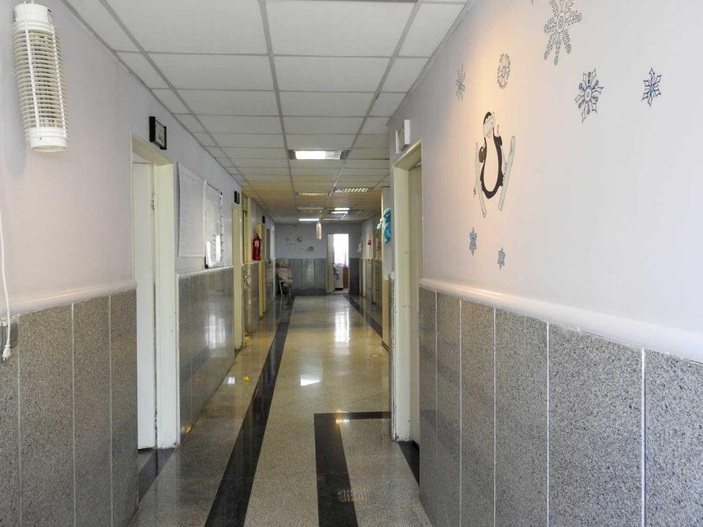 راهرو داخل ساختمان